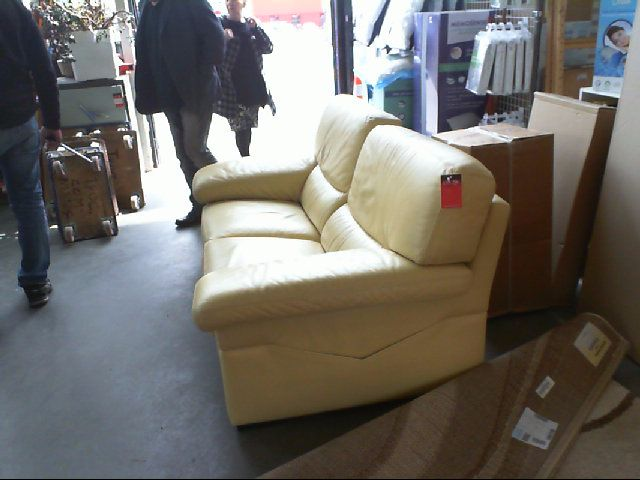 Canap 2 places cuir jaune roche bobois meubles salon for Canape chesterfield cuir occasion