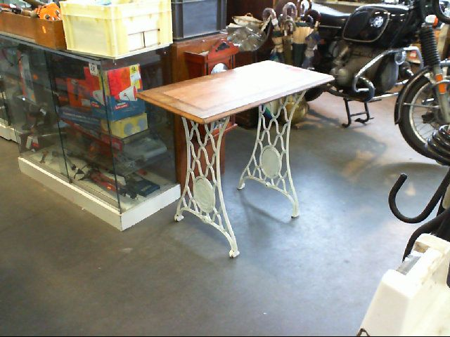 Petite table d 39 appoint pietement machine fer forg blanc - Table d appoint fer forge ...